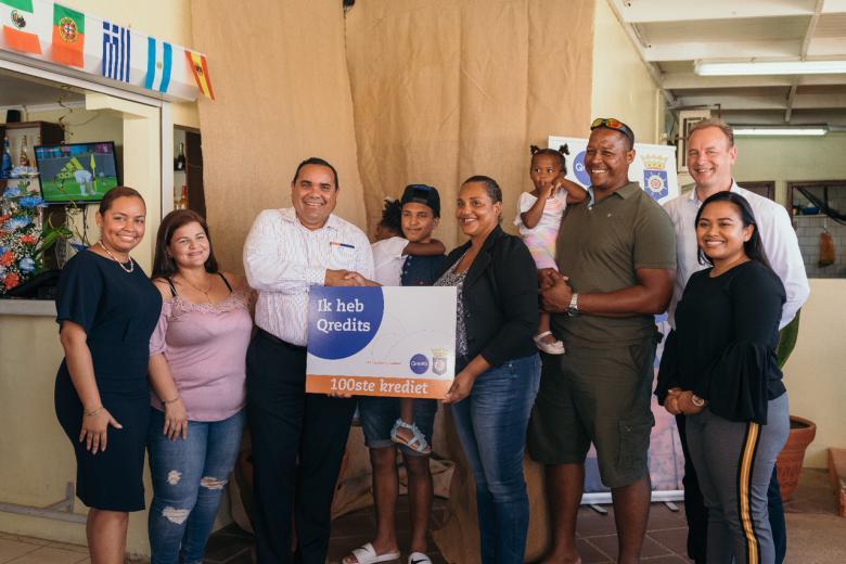 Qredits verstrekt 100ste Microkrediet op Bonaire
