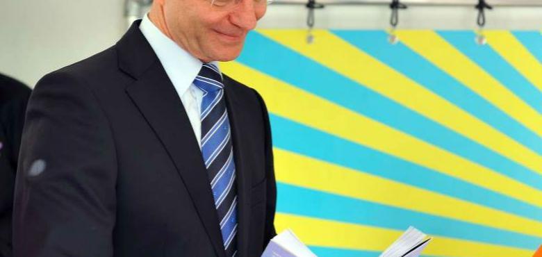 Minister Kamp wil pilot kredietverhoging Qredits