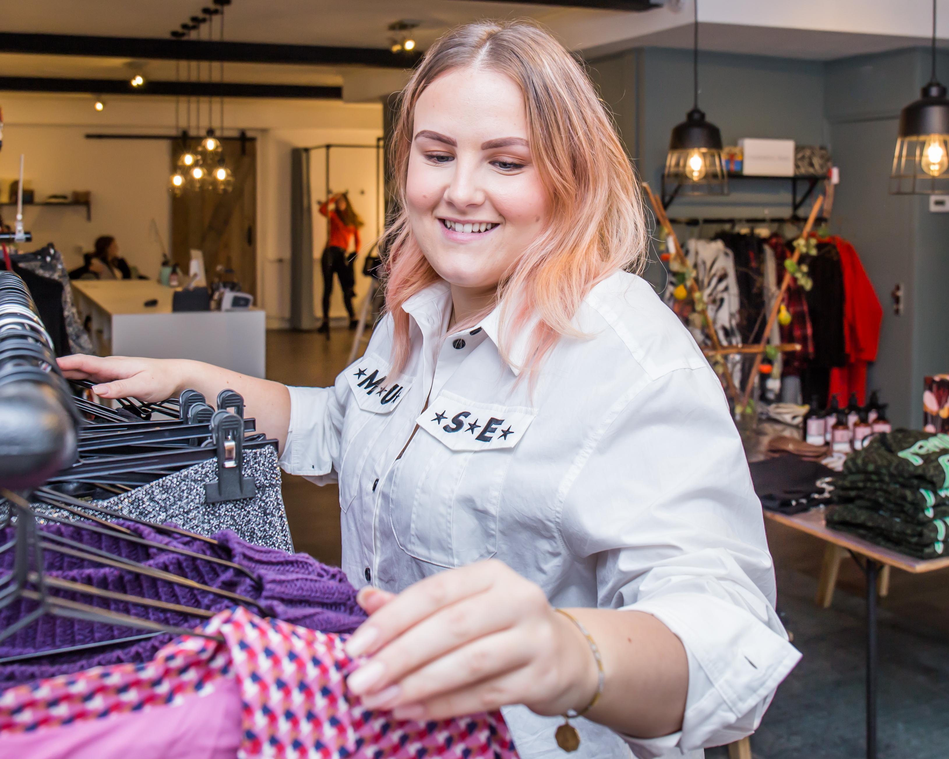 Demi Hogelucht (23) – DEEM, the new boutique