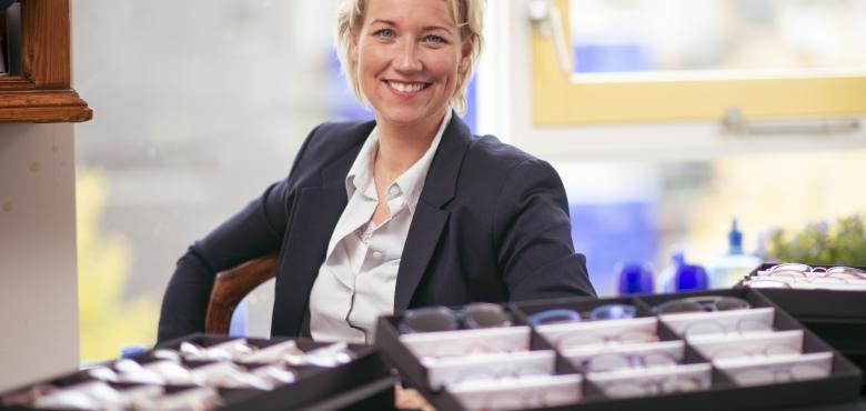 Stephanie helpt mensen létterlijk hun blik verruimen als mobiele opticien in Twente