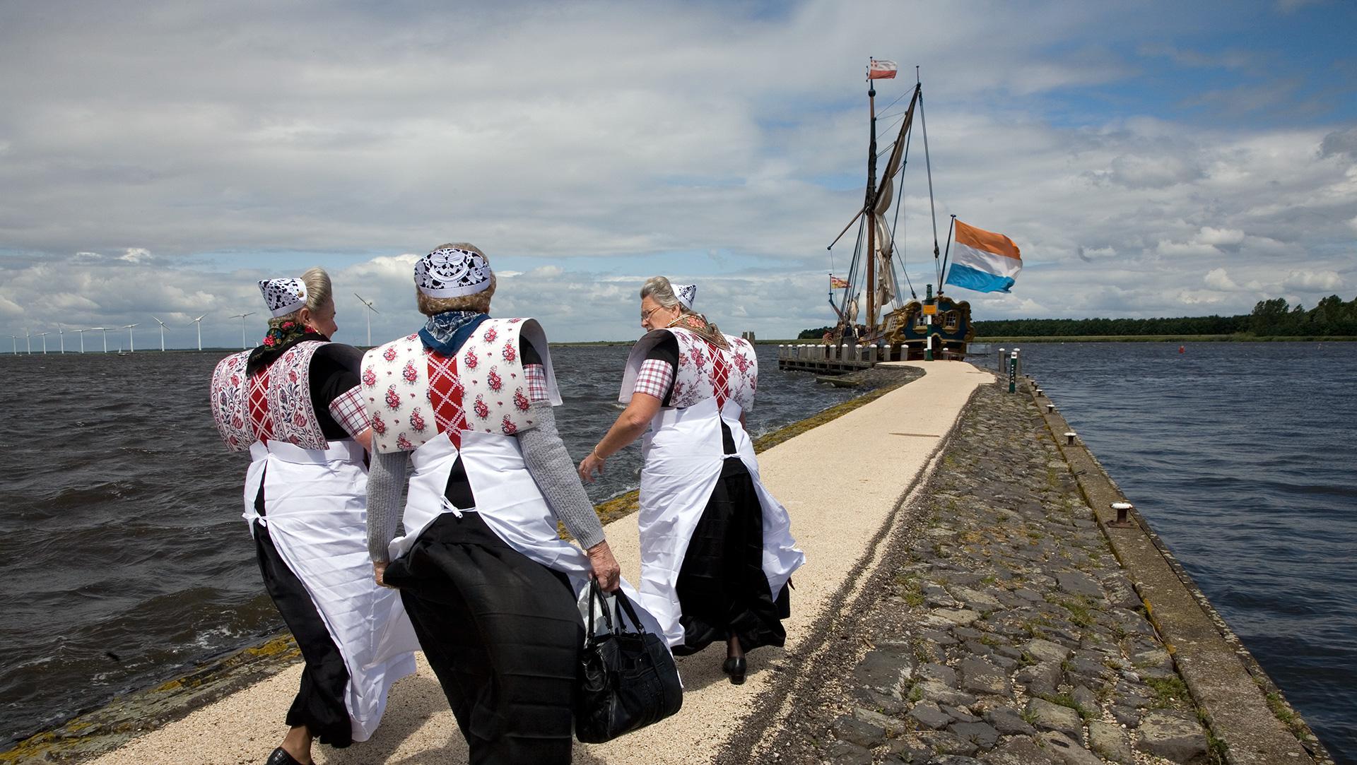 Kostuums vertellen geschiedenis van Nederland